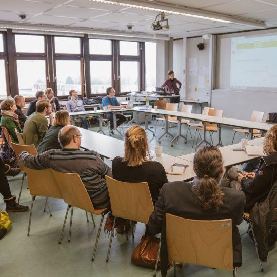 https://www.barcamp-freiburg.de/wp-content/uploads/2018/03/2018-03-17-Barcamp-Freiburg-Fotos-von-Fionn-Grosse-90543603-540x540.jpg