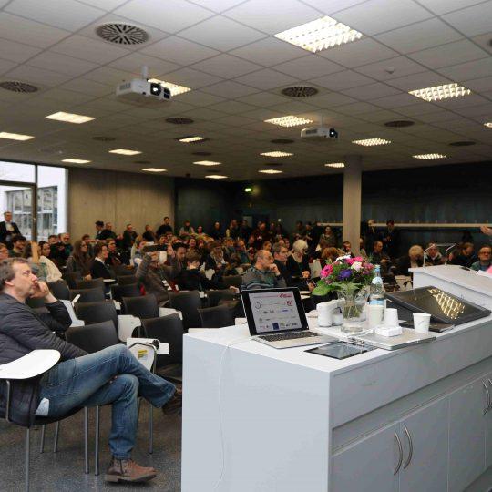https://www.barcamp-freiburg.de/wp-content/uploads/2018/03/KMZ-FR-170318-E-261-540x540.jpg